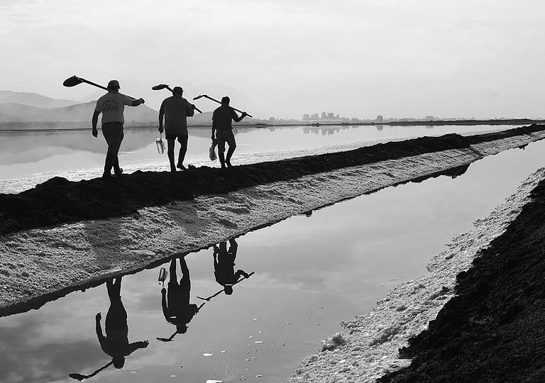 Saltpan-worker-04